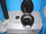 Mobiel toilet tuinfeest met doorspoeling en wasbakje voor 1 dag_