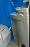 Mobiel toilet feest met doorspoeling en wasbakje_